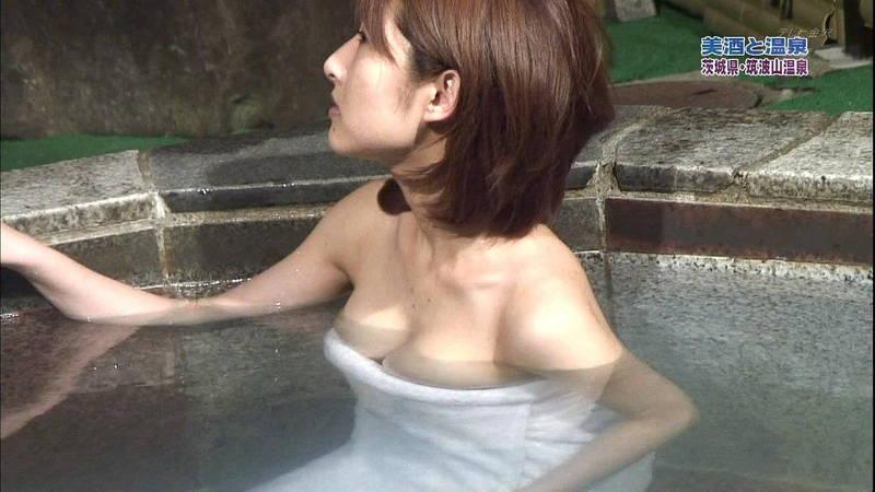 【温泉キャプ画像】谷間が見えて、ポロリを期待するけど、アイドルが火照っているだけでエロい! 07