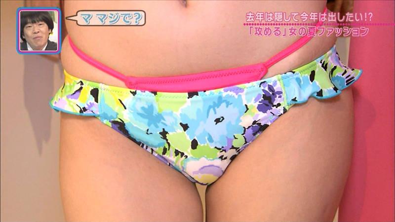 【夏キャプ画像】夏らしい露出度の高いファッションの特集が痴女ってるレベルwww 18