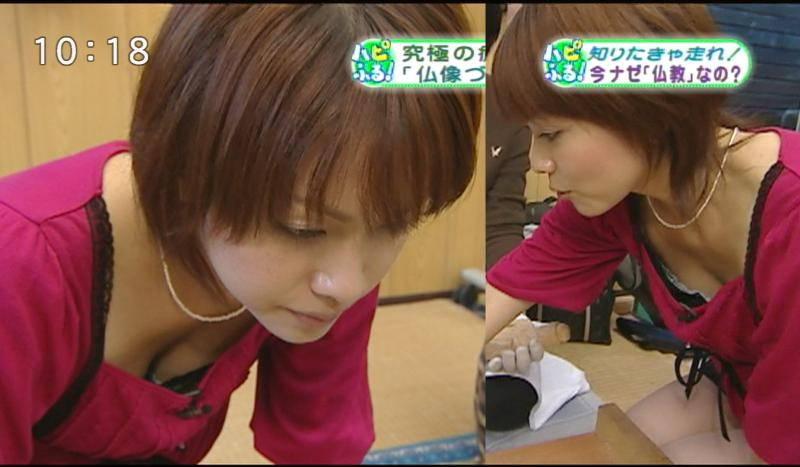 【巨乳キャプ画像】立派なおっぱいがあとちょっとで乳首まで見えそうなのに!!! 09