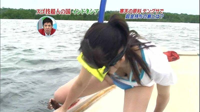 【巨乳キャプ画像】立派なおっぱいがあとちょっとで乳首まで見えそうなのに!!! 17