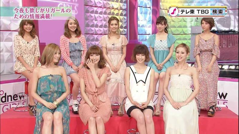 【チラ見せキャプ画像】アイドルや女子アナが見せるたまのチラリズムがグっとくるwww 07