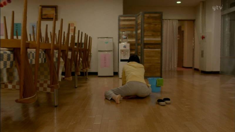 【小松菜奈キャプ画像】雑巾がけしている姿で美尻フェチを覚醒させる小松菜奈www 13