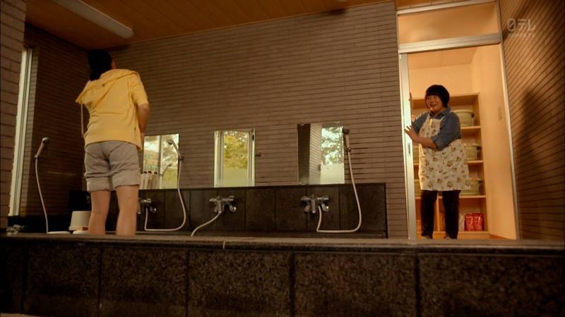 【小松菜奈キャプ画像】雑巾がけしている姿で美尻フェチを覚醒させる小松菜奈www 24