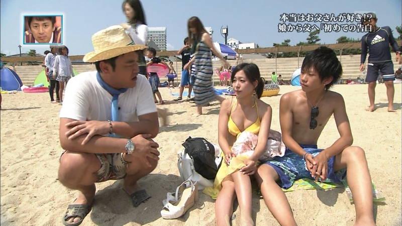【素人キャプ画像】関西の海水浴場のインタビューで爆乳ばかりが映るという奇跡www 03
