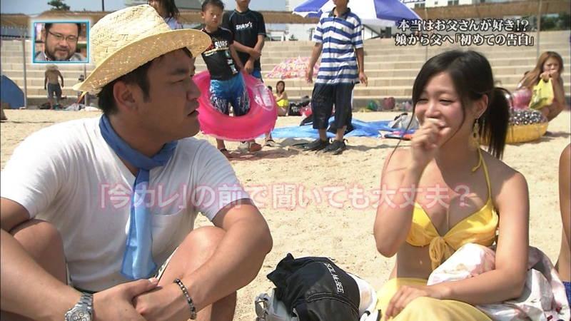 【素人キャプ画像】関西の海水浴場のインタビューで爆乳ばかりが映るという奇跡www 05