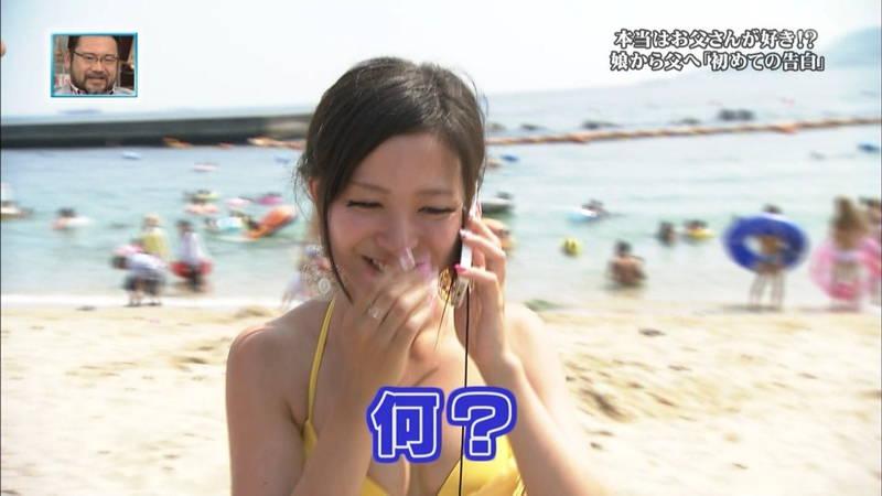 【素人キャプ画像】関西の海水浴場のインタビューで爆乳ばかりが映るという奇跡www 06