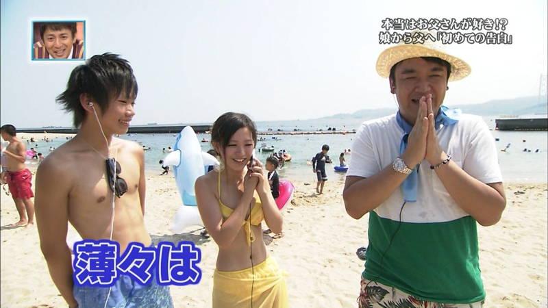 【素人キャプ画像】関西の海水浴場のインタビューで爆乳ばかりが映るという奇跡www 08