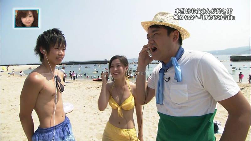 【素人キャプ画像】関西の海水浴場のインタビューで爆乳ばかりが映るという奇跡www 10