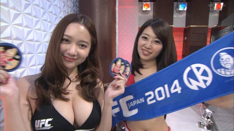 【素人キャプ画像】関西の海水浴場のインタビューで爆乳ばかりが映るという奇跡www 11