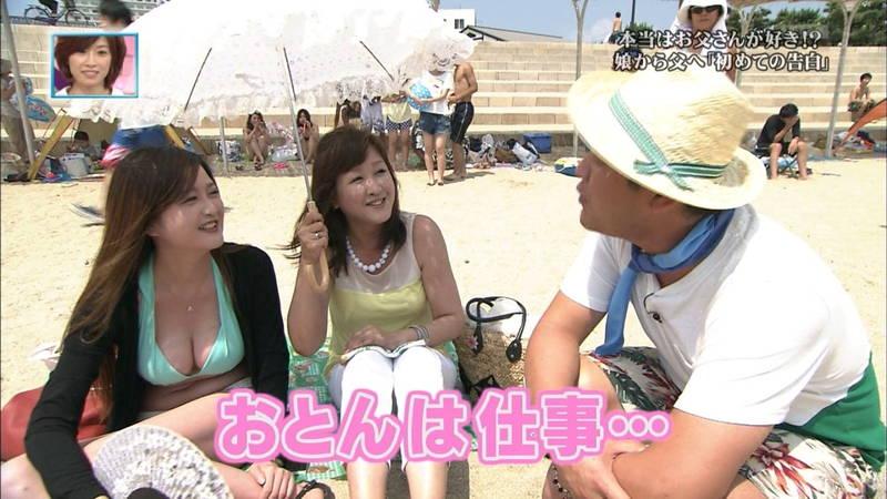 【素人キャプ画像】関西の海水浴場のインタビューで爆乳ばかりが映るという奇跡www 13