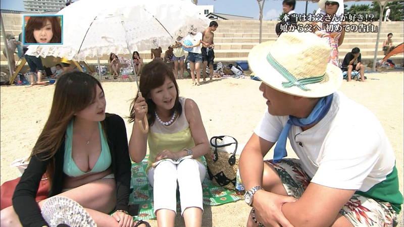 【素人キャプ画像】関西の海水浴場のインタビューで爆乳ばかりが映るという奇跡www 15