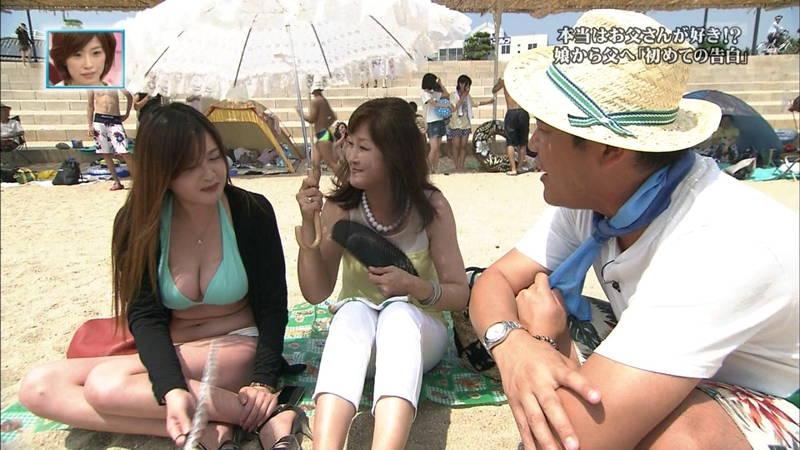 【素人キャプ画像】関西の海水浴場のインタビューで爆乳ばかりが映るという奇跡www 16