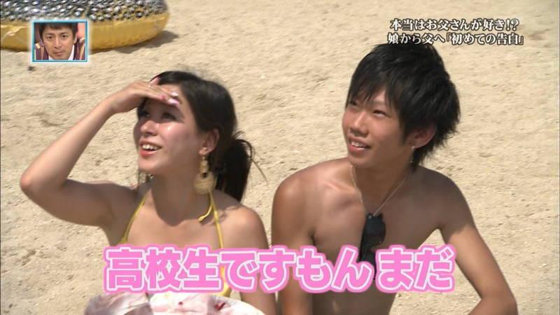 【素人キャプ画像】関西の海水浴場のインタビューで爆乳ばかりが映るという奇跡www 21