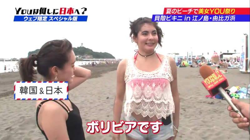 【ビキニキャプ画像】海で遊んでいる海外からの旅行者にエロ水着を着てもらうwww 03