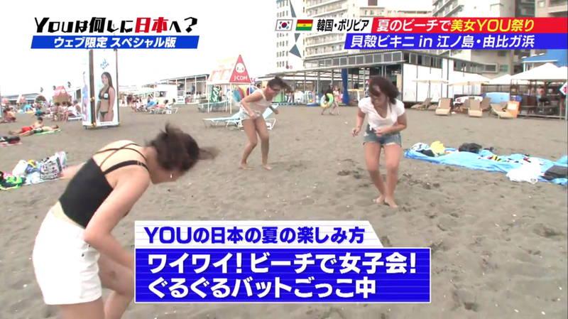 【ビキニキャプ画像】海で遊んでいる海外からの旅行者にエロ水着を着てもらうwww 04