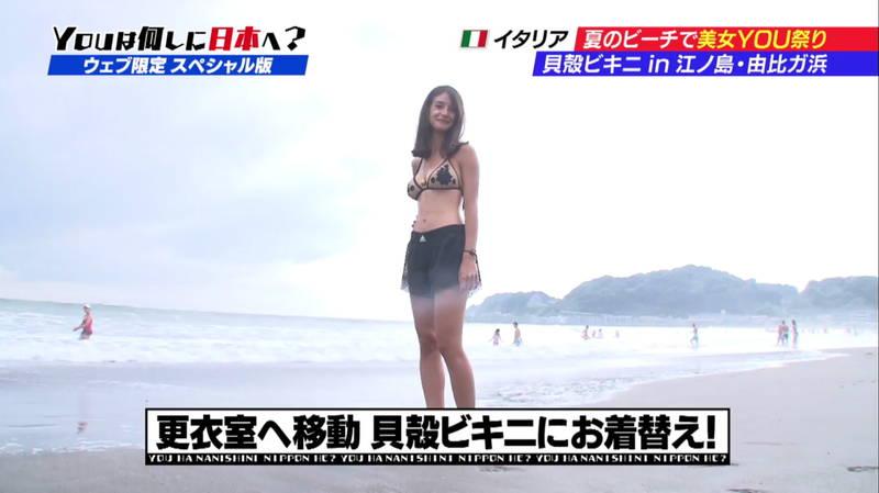 【ビキニキャプ画像】海で遊んでいる海外からの旅行者にエロ水着を着てもらうwww 18