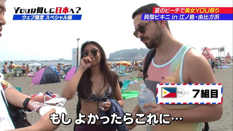 【ビキニキャプ画像】海で遊んでいる海外からの旅行者にエロ水着を着てもらうwww 22