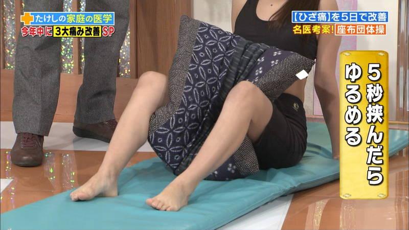 【ストレッチキャプ画像】家でもできる膝痛改善のストレッチが股間にしか目がいかないwww 06