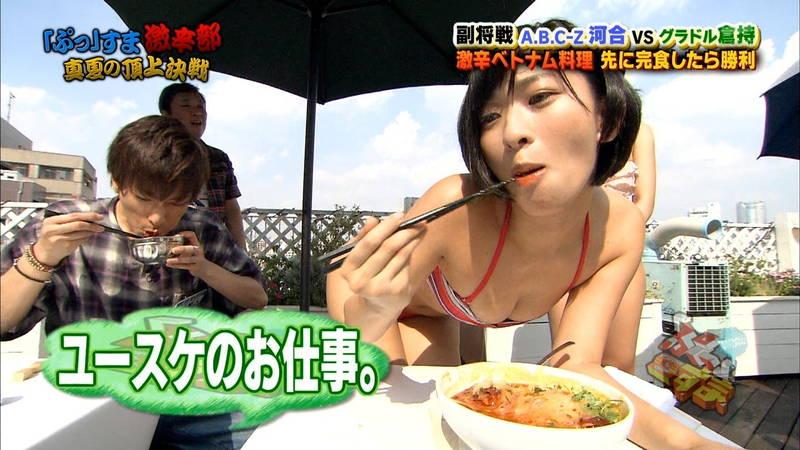 【倉持由香キャプ画像】美尻の女王に見せつけられながら食べる激辛料理www 30