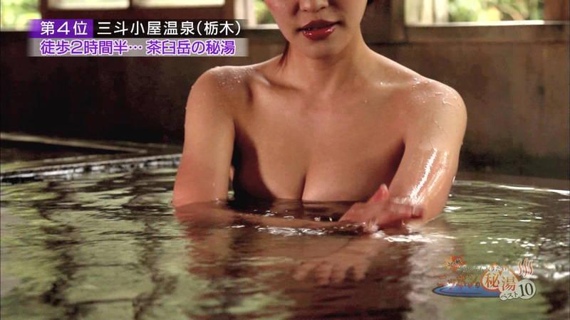 【岸明日香キャプ画像】温泉のランキング紹介で見えそうで見えない乳首たちwww 15