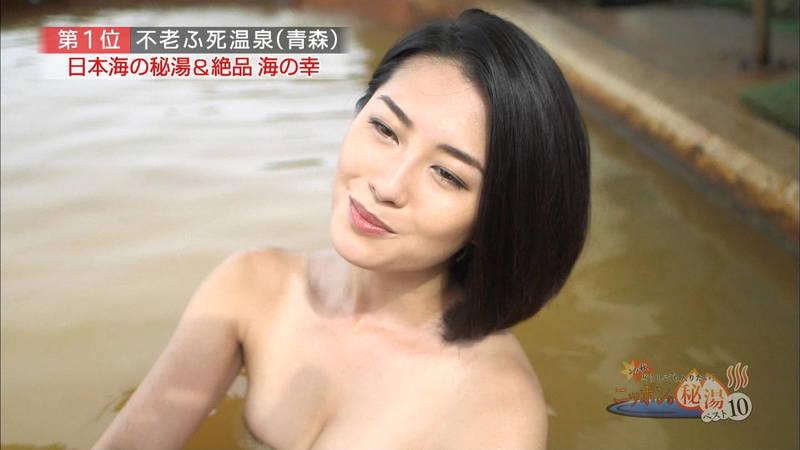 【岸明日香キャプ画像】温泉のランキング紹介で見えそうで見えない乳首たちwww 19