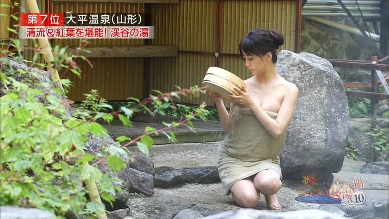 【岸明日香キャプ画像】温泉のランキング紹介で見えそうで見えない乳首たちwww 25