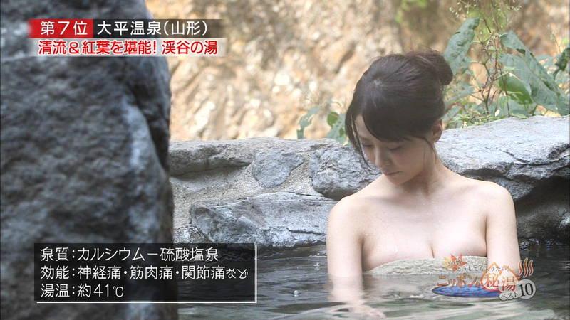 【岸明日香キャプ画像】温泉のランキング紹介で見えそうで見えない乳首たちwww 27