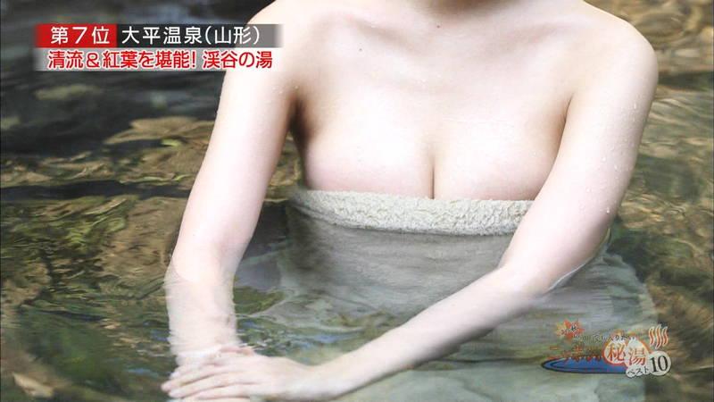 【岸明日香キャプ画像】温泉のランキング紹介で見えそうで見えない乳首たちwww 28