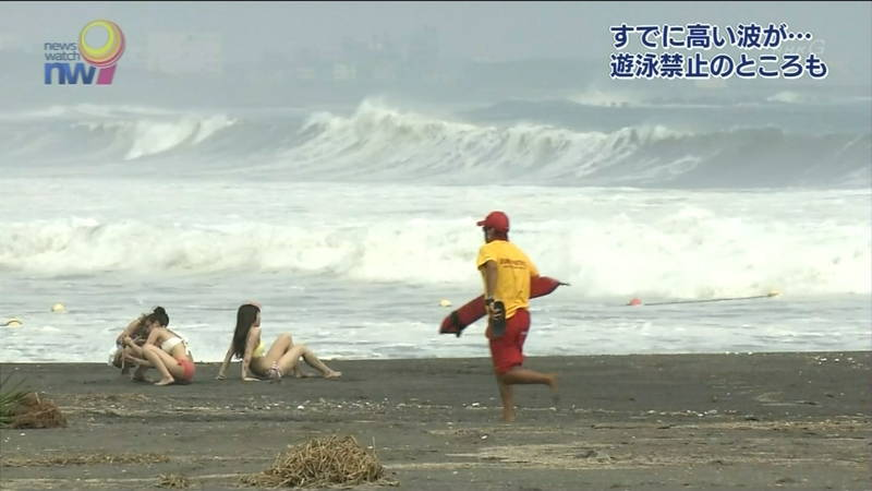 【素人キャプ画像】夏になるとテレビでも素人さんの水着姿で見れていいよねwww 07