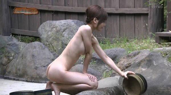 【温泉キャプ画像】温泉の入浴シーンとかレポートって完全にエロ目的で放送されてるよなwww 14