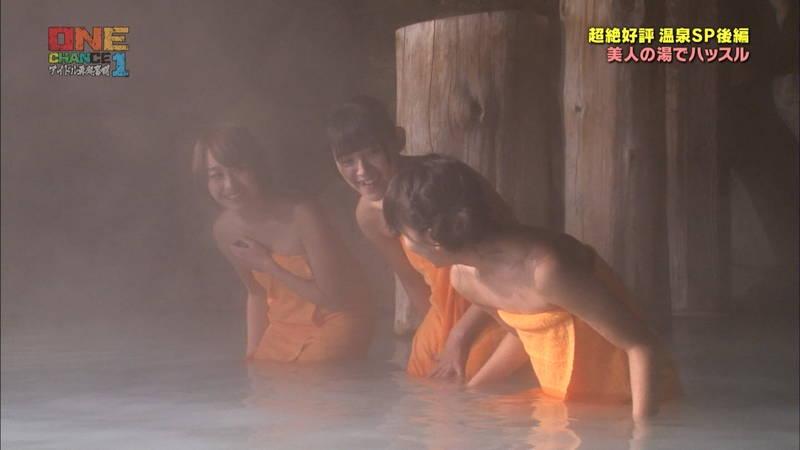 【温泉キャプ画像】タオル一枚なのを忘れて温泉を楽しむアイドルたちwww