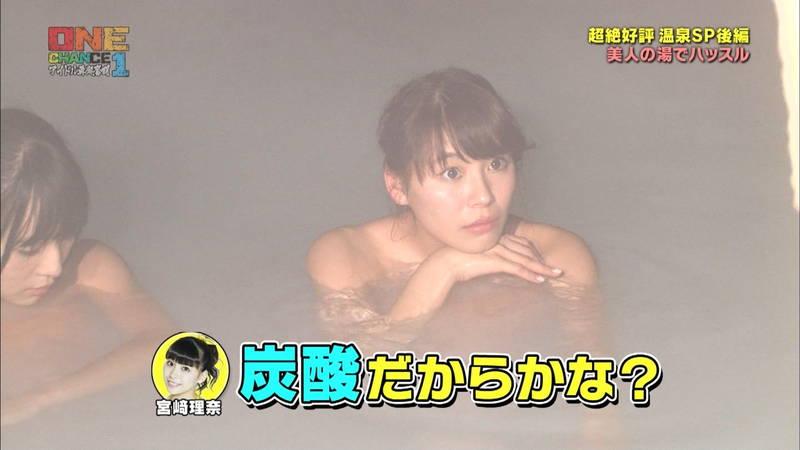 【温泉キャプ画像】タオル一枚なのを忘れて温泉を楽しむアイドルたちwww 10