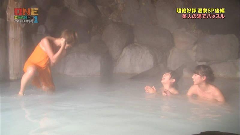 【温泉キャプ画像】タオル一枚なのを忘れて温泉を楽しむアイドルたちwww 19