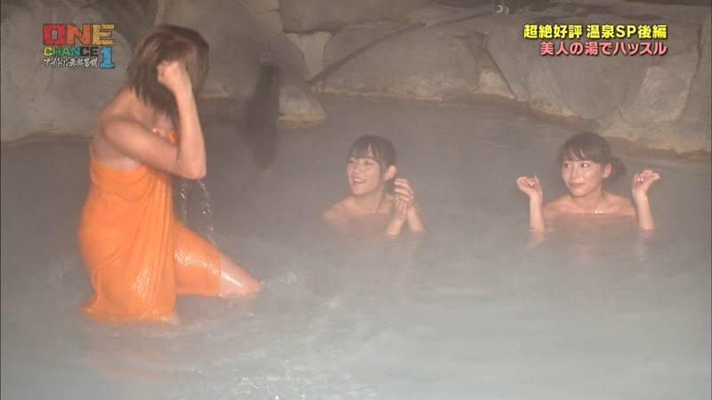 【温泉キャプ画像】タオル一枚なのを忘れて温泉を楽しむアイドルたちwww 22