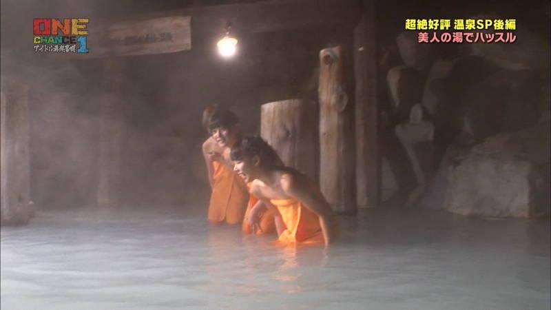 【温泉キャプ画像】タオル一枚なのを忘れて温泉を楽しむアイドルたちwww 30