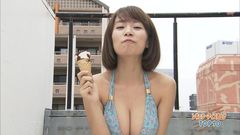 【菜乃花キャプ画像】Iカップの巨乳がこぼれ落ちそうなビキニでアイスを食べる菜乃花www 19