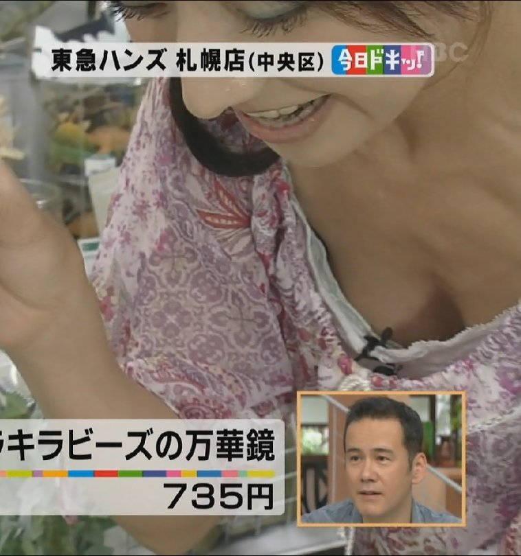 【よろずキャプ画像】胸チラと乳首チラがメインのよろず放送事故画像まとめ! 16