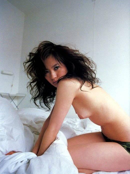 【ヌードキャプ画像】タレントのヌードってAV女優とは違ったエロさがあるよなwww 04