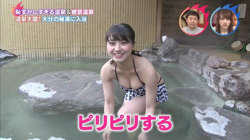 【片岡沙耶キャプ画像】下乳が見える特別なビキニで入浴レポートするグラドルwww 24
