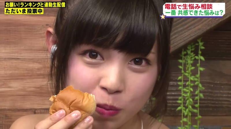 【和地つかさキャプ画像】豪快なパン食いで巨乳をしっかりアピールする和地つかさwww 17