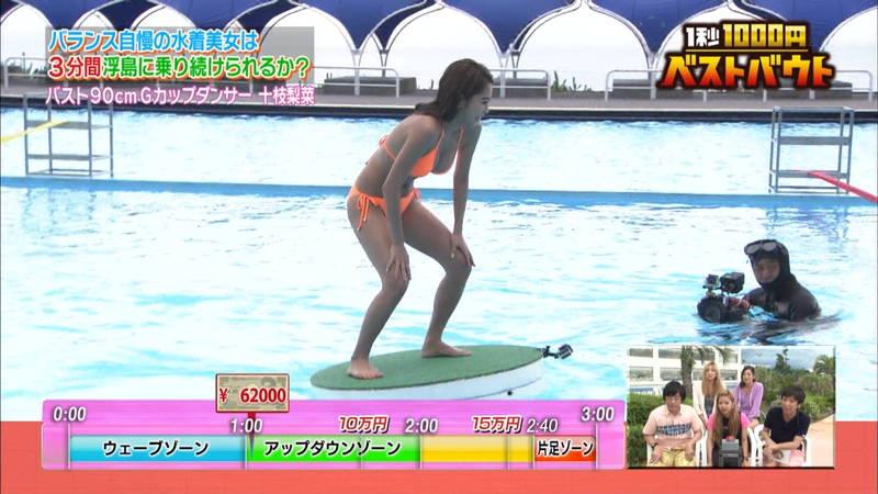 【ギャルキャプ画像】こんがり日焼けしたギャルが水上でバランス対決した結果www 05