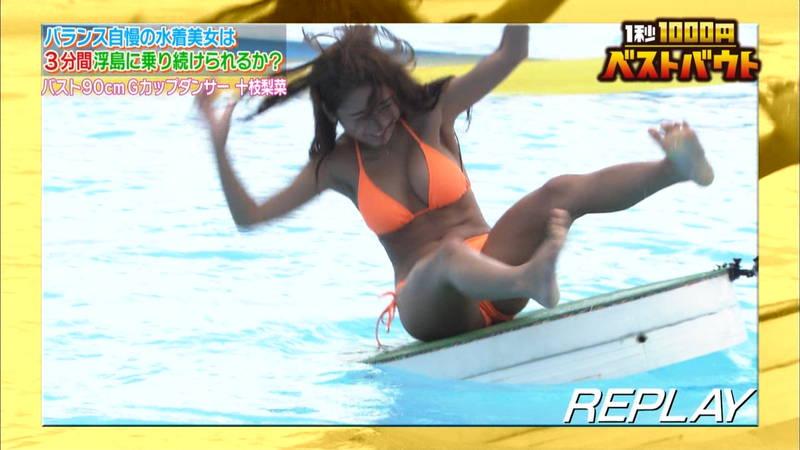 【ギャルキャプ画像】こんがり日焼けしたギャルが水上でバランス対決した結果www 06