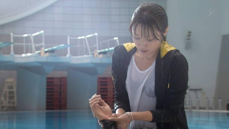 【深田恭子キャプ画像】Tシャツの下に水着を着ていても透けるとエロいという事実www 03