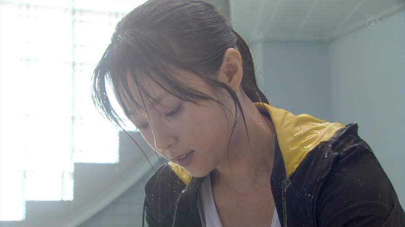 【深田恭子キャプ画像】Tシャツの下に水着を着ていても透けるとエロいという事実www 04