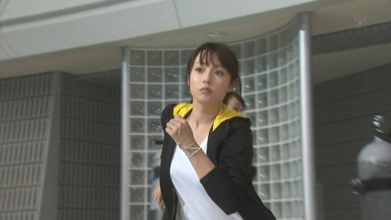 【深田恭子キャプ画像】Tシャツの下に水着を着ていても透けるとエロいという事実www 12