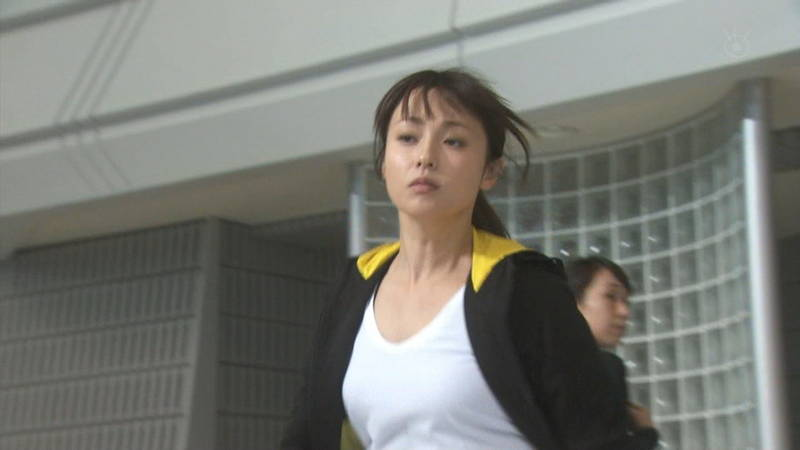 【深田恭子キャプ画像】Tシャツの下に水着を着ていても透けるとエロいという事実www 23