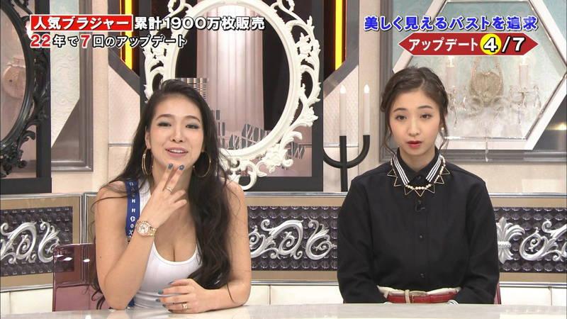 【女性ブラキャプ画像】ブラジャーの紹介をしている番組が完全におっぱい番組www 07