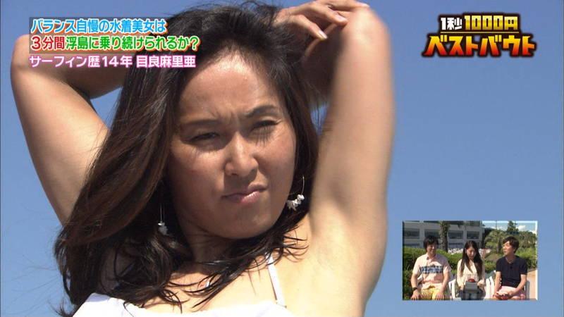 【水着キャプ画像】ビキニホットパンツのギャルが水上でバランス対決! 12