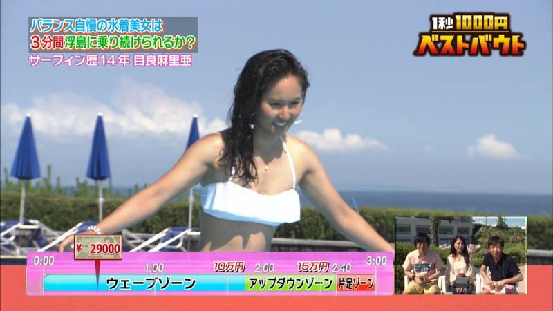 【水着キャプ画像】ビキニホットパンツのギャルが水上でバランス対決! 27