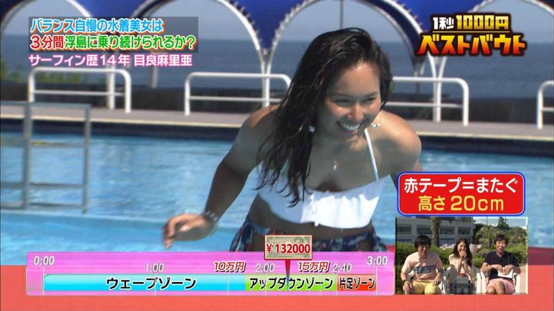【水着キャプ画像】ビキニホットパンツのギャルが水上でバランス対決! 30